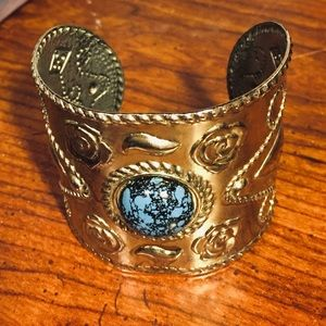 Gorgeous cuff with blue stone